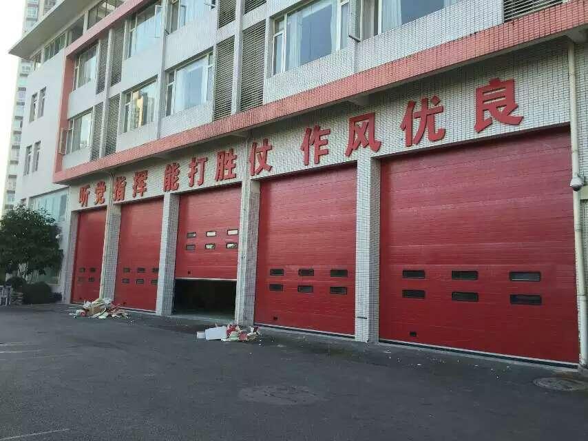 消防队车库门